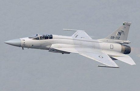 Tien kich JF-17: Chuan NATO nhung gia hang 'cho' cua Trung Quoc - Anh 1