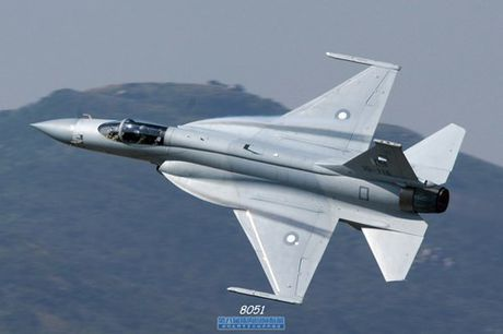 Tien kich JF-17: Chuan NATO nhung gia hang 'cho' cua Trung Quoc - Anh 2