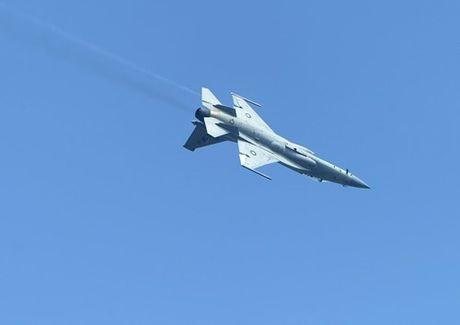 Tien kich JF-17: Chuan NATO nhung gia hang 'cho' cua Trung Quoc - Anh 4