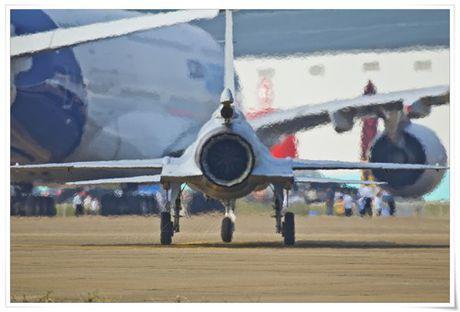 Tien kich JF-17: Chuan NATO nhung gia hang 'cho' cua Trung Quoc - Anh 8
