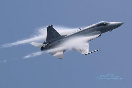 Tien kich JF-17: Chuan NATO nhung gia hang 'cho' cua Trung Quoc - Anh 9