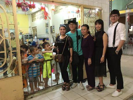 Vua ve nuoc, Ngoc Huyen lien di tham nghe si gia neo don - Anh 3