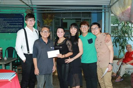 Vua ve nuoc, Ngoc Huyen lien di tham nghe si gia neo don - Anh 5
