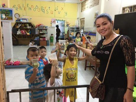 Vua ve nuoc, Ngoc Huyen lien di tham nghe si gia neo don - Anh 6