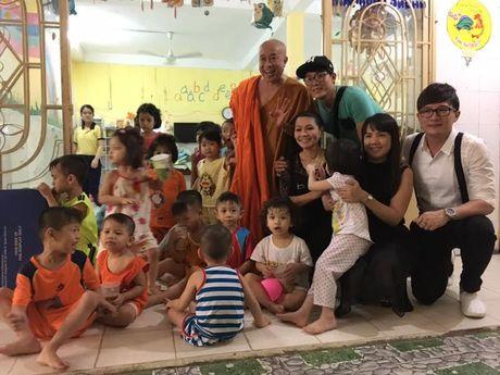 Vua ve nuoc, Ngoc Huyen lien di tham nghe si gia neo don - Anh 7