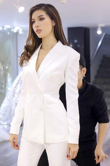 Cong Tri, Chung Thanh Phong tu van trang phuc cho Minh Tu gap dan sao Marvel - Anh 3