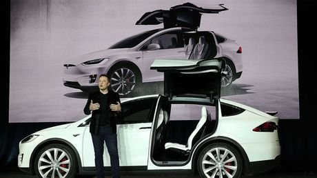 Tesla tu nguyen trieu hoi 11.000 chiec Model X - Anh 1