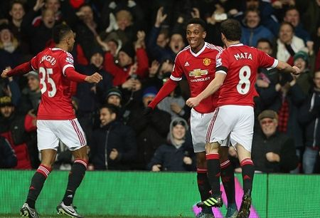 Man United 3-0 Stoke: Rooney tiep tuc ghi ban, Man United lai mo top 4 - Anh 3