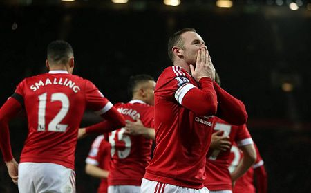 Man United 3-0 Stoke: Rooney tiep tuc ghi ban, Man United lai mo top 4 - Anh 4