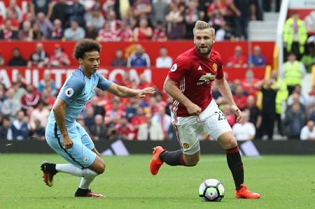 Dai dien bac tin don Luke Shaw roi Man United - Anh 1