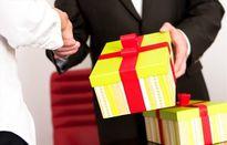 Nực cười chuyện không ai nhận quà... trái quy định và chuyện kê khai tài sản!