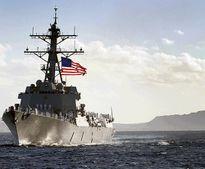 Tàu khu trục Mỹ USS Chafee áp sát đảo nhân tạo ở Biển Đông