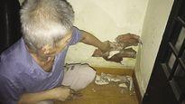 Cụ bà 90 tuổi nhập viện vì lo sợ, chính quyền địa phương lại tiếp tục vô cảm
