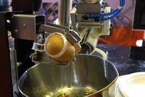 Clip: Robot chiên trứng, pha cà phê vừa ra mắt ở Việt Nam