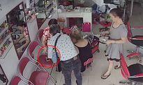 Camera vạch trần thanh niên làm 'ảo thuật' trộm điện thoại
