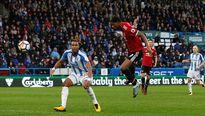 Lindelof hóa tội đồ, Man Utd thua thảm Huddersfield