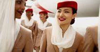 Tiếp viên xinh đẹp của hãng hàng không cao cấp nhất 'thôi miên' hành khách bằng cách này