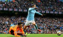 5 điểm nhấn Man City 3-0 Burnley: Silva ăn vạ? Aguero lập kỷ lục