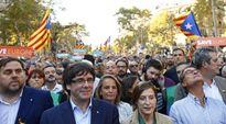 Dân Catalan đòi lập 'lá chắn sống' bảo vệ lãnh đạo Carles Puigdemont