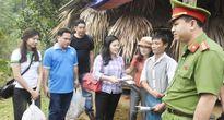 Công an Thanh Hóa phối hợp trao quà trên 1,2 tỉ đồng cho nhân dân thiệt hại do mưa lũ