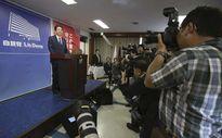 Thủ tướng Nhật đối mặt trực diện hai khủng hoảng quốc gia