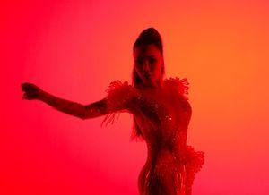 Hồ Quỳnh Hương khoe vũ đạo nóng bỏng trong MV nhạc dance