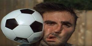 Mãn nhãn với video quay chậm cảnh quả bóng va vào mặt người