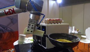 Robot chiên trứng pha cà phê ra mắt tại Sài Gòn
