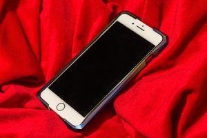 Ốp viền đắt gấp đôi iPhone 8