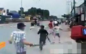 Hai băng nhóm cầm dao, kiếm truy sát nhau trên quốc lộ
