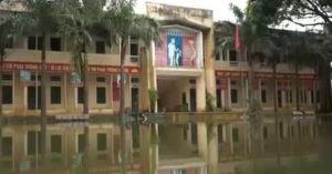 Trường học Hà Nội mênh mông nước, học sinh nghỉ dài hạn