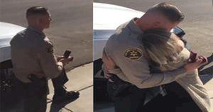 Tưởng bị cảnh sát gọi vào phạt, ai ngờ được… cầu hôn