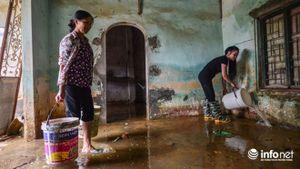 Người dân Chương Mỹ dọn dẹp 'chiến trường' sau ngập lụt