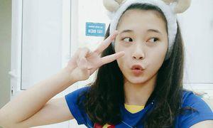 Loạt ảnh nhí nhảnh, 'diễn sâu' của chuyền hai 15 tuổi Đặng Thu Huyền