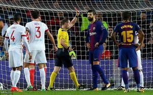 Pique nhận thẻ đỏ, Barca vẫn đại thắng trên sân nhà