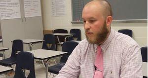 Thầy giáo tự tay viết 120 lá thư cho học sinh hết cấp 2 lên cấp 3