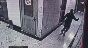 Tên trộm nhảy từ tầng 2 xuống đất, ôm chân gãy tẩu thoát