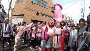 Có gì bên trong lễ hội rước 'của quý' kỳ lạ của Nhật Bản?