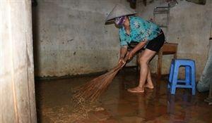 Người dân Chương Mỹ khắc phục hậu quả sau ngập lụt