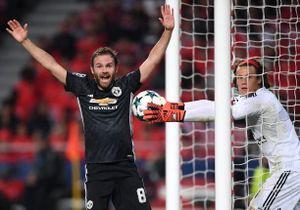 Thủ môn sai lầm hài hước giúp MU giành 3 điểm ở cúp châu Âu