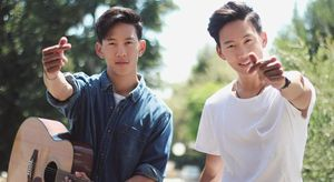 Anh em song sinh gốc Việt cover 'Em gái mưa'