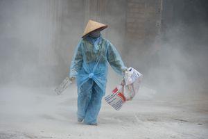Rắc vôi bột, phun hóa chất sau lũ