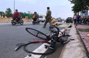 Hàng chục người truy đuổi Mazda CX5 tông chết người trên đại lộ