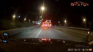 Clip lái xe vượt ẩu, xe khách va chạm xe Audi