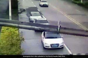 Cần cẩu đè bẹp Audi, lái xe thoát chết thần kỳ