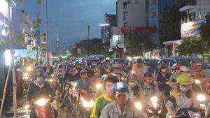 Trung tâm quận Gò Vấp ùn tắc nghiêm trọng trong ngày Phụ nữ Việt Nam