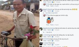 Chẳng cần quà cáp cao sang, cụ ông đi chiếc xe đạp cũ tặng vợ cành hồng trong ngày 20/10 cũng đủ 'đốn tim' dân mạng