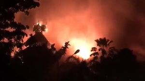Khách sạn Kandawgyi Palace ở Myanmar cháy rụi
