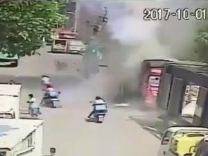 Bình gas nổ như bom, người đi đường văng lên không trung