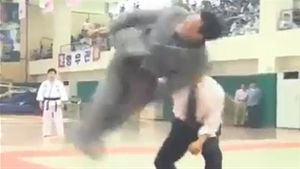 Lão sư có kungfu ảo diệu hơn võ điện Huỳnh Tuấn Kiệt